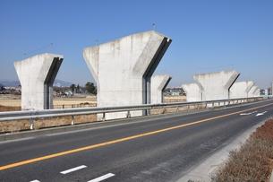建設中の高速道路の橋脚の写真素材 [FYI01212396]