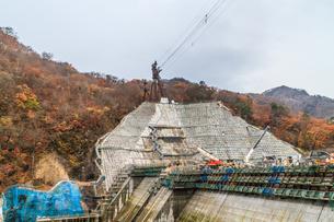 2017年秋の八ッ場ダム予定地の風景の写真素材 [FYI01213293]