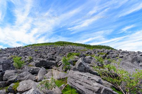 岩だらけの山肌の写真素材 [FYI01213535]