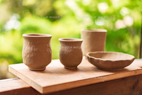 両親と作った陶芸の写真素材 [FYI01213564]