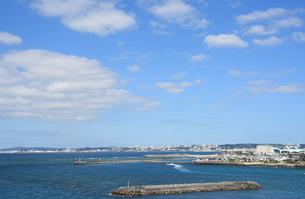 沖縄本島西海岸の風景の写真素材 [FYI01214072]
