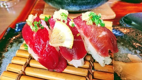 馬刺しのお寿司の写真素材 [FYI01214109]