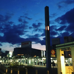 岡山駅前 早朝 朝焼けの写真素材 [FYI01214236]