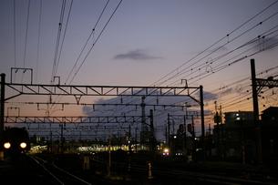 夕焼けと駅の写真素材 [FYI01214473]