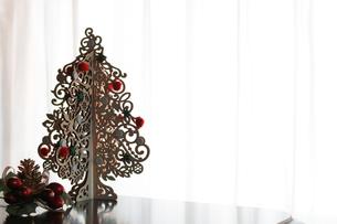 クリスマスのシンプルなデコレーションの写真素材 [FYI01214519]
