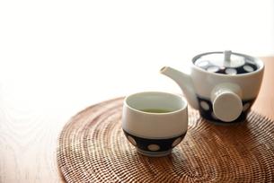 緑茶で休憩の写真素材 [FYI01214551]
