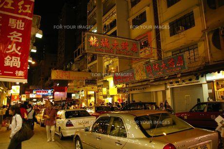 香港の夜の街並みの写真素材 [FYI01214787]
