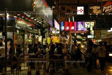 香港の夜の街並みの写真素材 [FYI01214788]