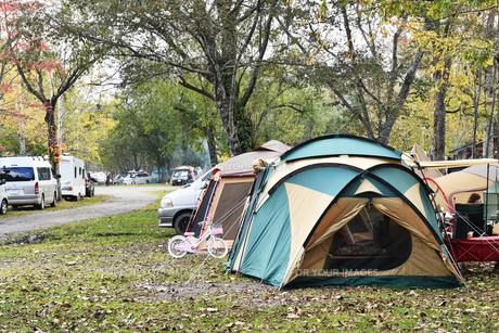 オートキャンプ場の写真素材 [FYI01214971]
