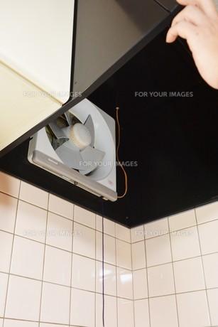 換気扇清掃の写真素材 [FYI01215060]