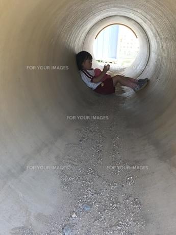 子供の秘密基地の写真素材 [FYI01215090]