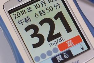 血糖値測定 / 糖尿病治療の写真素材 [FYI01215137]