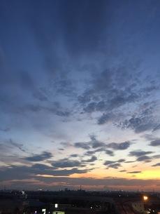 夕陽と空との写真素材 [FYI01215150]