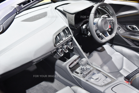 輸入車の運転席の写真素材 [FYI01216021]