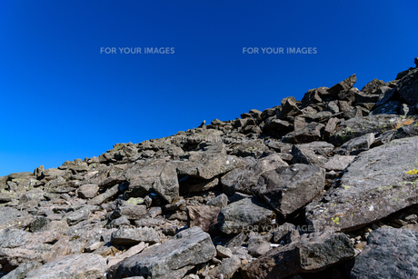 火山の山頂付近 溶岩石の風景の写真素材 [FYI01216056]