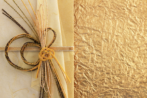 日本のお祝いをイメージしたご祝儀袋のクローズアップ写真の写真素材 [FYI01216181]