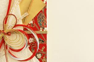 日本のお祝いをイメージしたご祝儀袋のクローズアップ写真の写真素材 [FYI01216185]