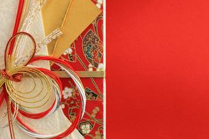 日本のお祝いをイメージしたご祝儀袋のクローズアップ写真の写真素材 [FYI01216186]
