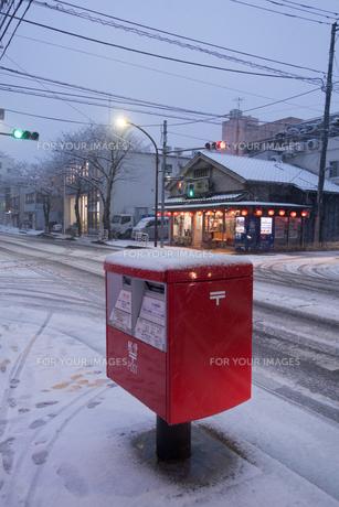 雪のポストの写真素材 [FYI01216346]