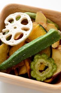 野菜チップスの写真素材 [FYI01216552]