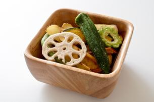 野菜チップスの写真素材 [FYI01216553]