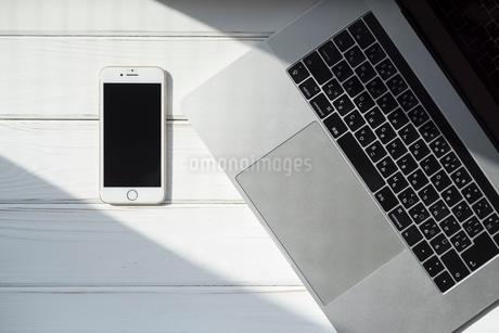 携帯とPCの写真素材 [FYI01216607]