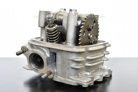 バイクエンジンのシリンダーヘッドの写真素材 [FYI01216845]
