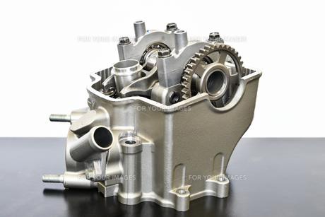 バイクエンジンのシリンダーヘッドの写真素材 [FYI01216846]