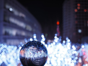 六本木けやき坂 クリスマスイルミネーションと水晶玉の写真素材 [FYI01217250]