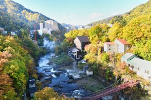 秋の定山渓温泉の写真素材 [FYI01217267]
