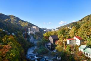 秋の定山渓温泉の写真素材 [FYI01217268]