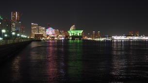 夜景と海の写真素材 [FYI01217337]