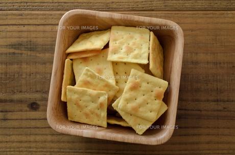 チーズクラッカーの写真素材 [FYI01217619]
