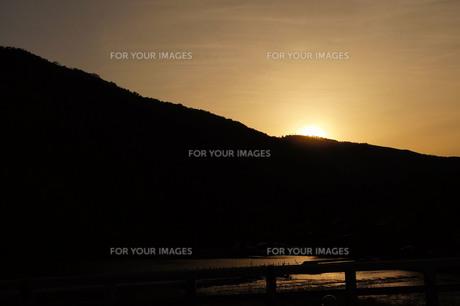 嵐山 渡月橋からの夕焼けの写真素材 [FYI01218301]