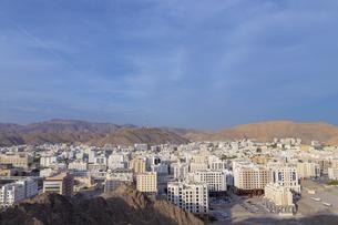 山の上から見たオマーンの街並みの写真素材 [FYI01218317]