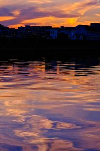 夕暮れの川の写真素材 [FYI01218808]