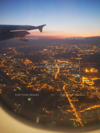 飛行機からの眺め・フィレンツェの夜景の写真素材 [FYI01219418]