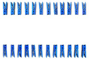 並んだ木製クリップの写真素材 [FYI01219717]