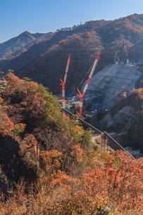 2017年秋の八ッ場ダム予定地の風景の写真素材 [FYI01219930]