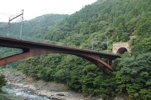 保津峡トロッコ列車からの車窓風景(保津峡)の写真素材 [FYI01220184]