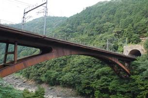 保津峡トロッコ列車からの車窓風景(保津峡)の写真素材 [FYI01220185]