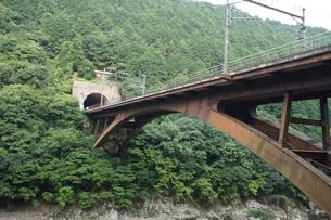 保津峡トロッコ列車からの車窓風景(保津峡)の写真素材 [FYI01220187]