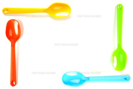 プラスチックスプーンの囲いの写真素材 [FYI01220198]