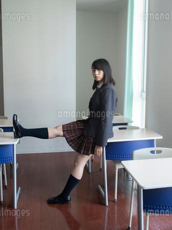 教室の女子高校生の写真素材 [FYI01220678]