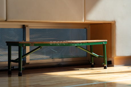体育館のベンチの写真素材 [FYI01220793]