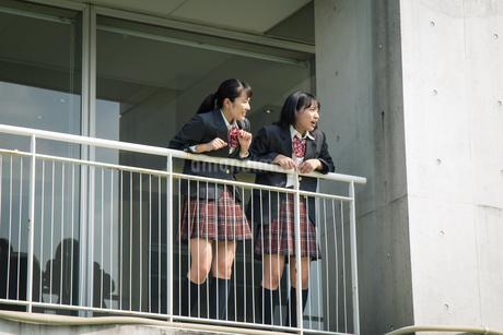 2人の女子高校生の写真素材 [FYI01220920]