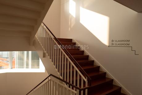学校の階段の写真素材 [FYI01220984]