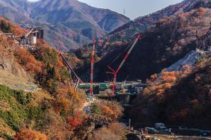 2017年秋の八ッ場ダム予定地の風景の写真素材 [FYI01221097]