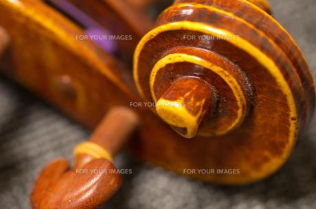 バイオリンのスクロールの写真素材 [FYI01221198]