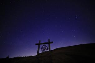 霧ヶ峰の星空の写真素材 [FYI01221436]